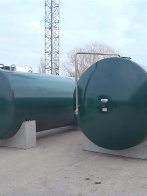 New Ureum tank in carbon steel with innerliner epoxy coating, filling tube SS304 with ball valve