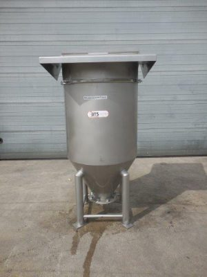 Used stainless steel tank on 4 legs