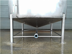 Vertical SS304 storage tank conical bottom on 4 legs