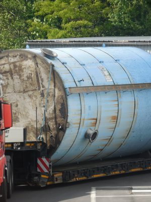 Used stainless steel tank with flat ground